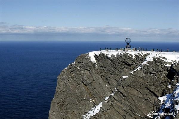 Мыс Нордкап - 300 метровый обрыв! На фото только верхняя часть!